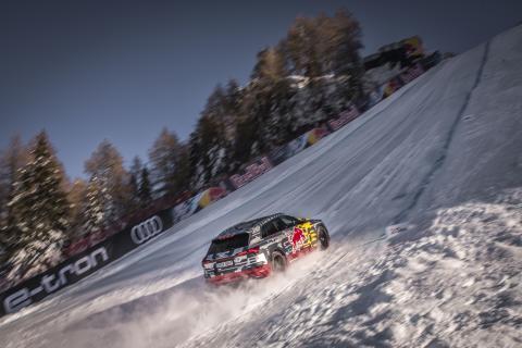 Specialbyggd Audi e-tron körde uppför störtloppsbacken i Kitzbühel
