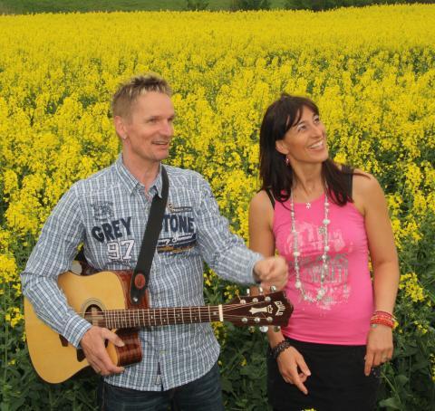 """""""Die Runde Ecke"""": Live-Musik mit Duo inTaKt"""