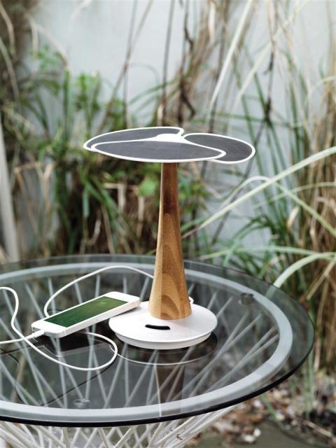 Ladda telefonen med solenergi från Solcellsträdet