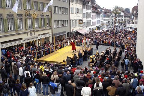Gansabhauet in Sursee, Tradition zu St. Martin (Luzern-Vierwaldstättersee)