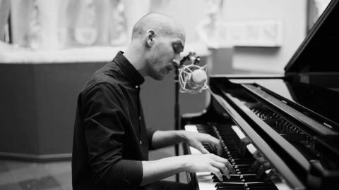 Madden, stemmen og pianoet