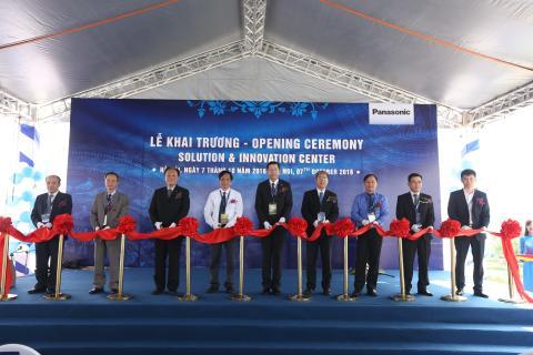 Le cat bang khanh thanh trung tam trung bay Panasonic Solution and Innovation Center Vietnam