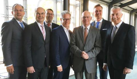 Dr. Norbert Lammert (3.v.r) zu Gast in der Sparkasse Neuss