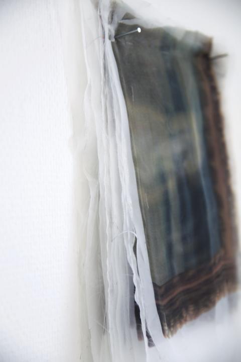 The sun did not reach our livingroom av Sahar Tavasolian. Textil, print.