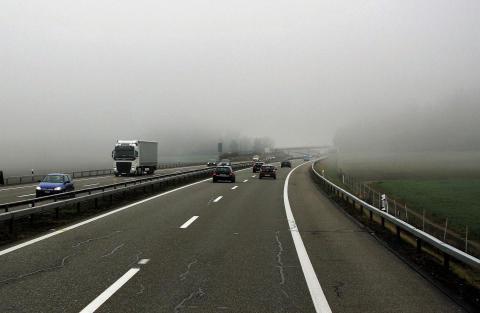 Ökad lastbilstrafik med större koldioxidutsläpp borgar för mer gods på järnväg