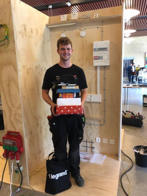 Emil klar til DM i Skills for elektrikerlærlinge