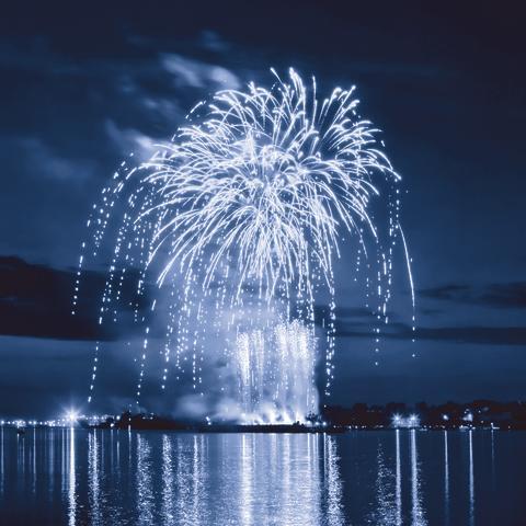 Fira in det nya året med Stenungsbaden och himlasprakande nyårsfyrverkerier