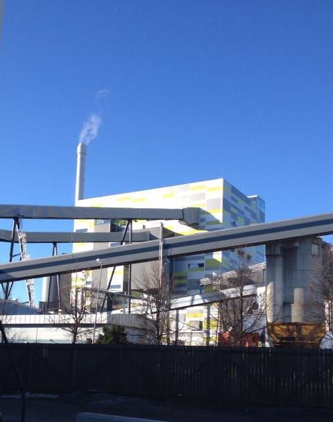 Kraftvärmeverket Block 6 - Det ryker ur skorstenen för första gången.