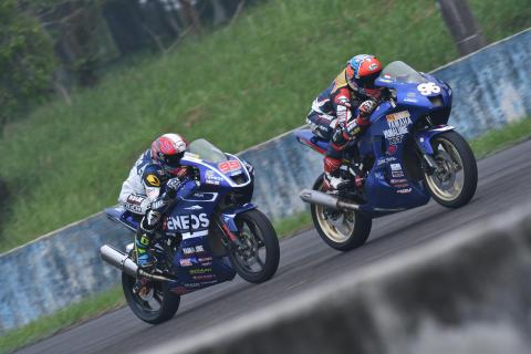 27_2017_ARRC_Rd04_Indonesia_race2-イマニュエル・プトラ・プラトナ選手とガラン・ヘンドラ・プラタマ選手