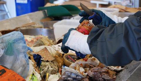 Mindre matsvinn och mer plastförpackningar  - ett djupdyk i göteborgarnas soppåsar