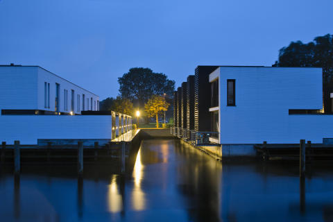 The Canal Houses, Kanalhusene
