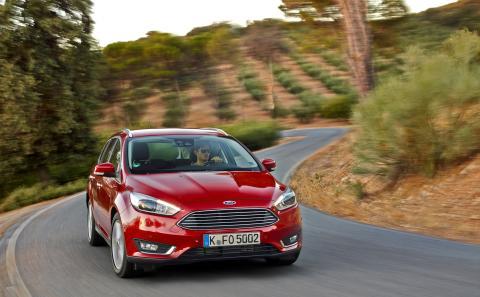 Nya Ford Focus med nya, kraftfullare motorer förbättrar bränsleekonomin med upp till 19 procent
