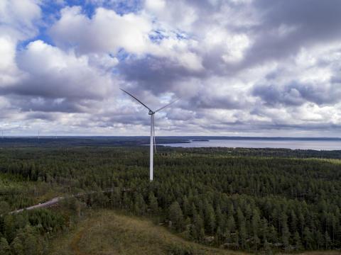 Ytterbyggs vindkraftverk  i Slottsbol, Laxå