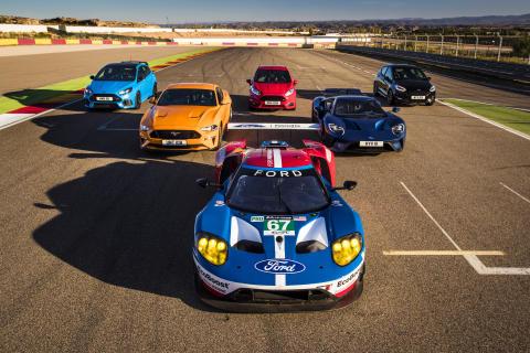 Nyolc Ford Performance autó + nyolc Ford GT-versenypilóta = lenyűgöző show a versenypályán