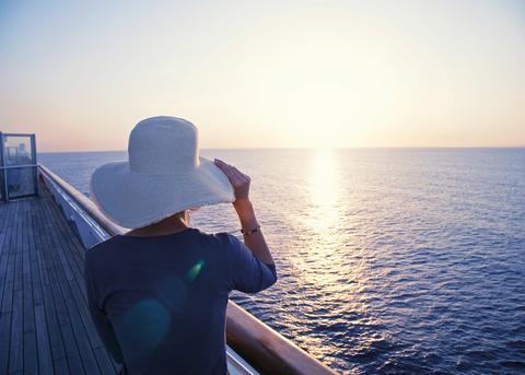 Tallink_Silja_Mood_Frauen_Midnight sun on board Silja Serenade