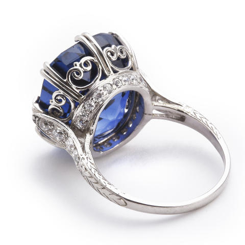 Tiffany & Co.: A Belle Èpoque sapphire and diamond ring. Sold for EUR 127,000 / USD 139,000 (including buyer's premium)