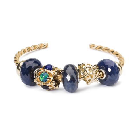 Gold_and_sapphire_bangle