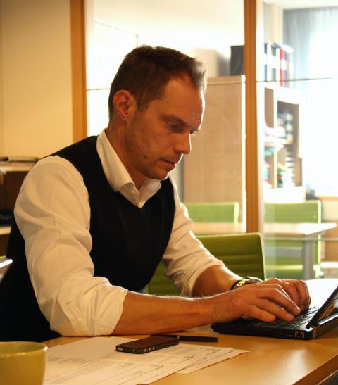 Lars Backström i dialog med kunder på Facebook