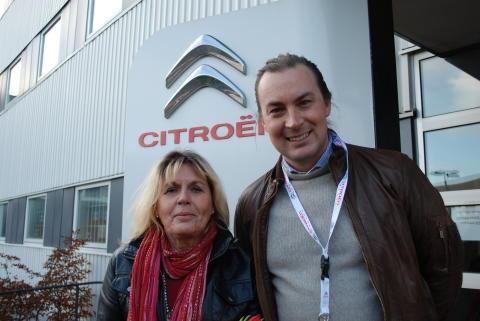 Monica Sjöberg med Citroëns reklamchef, Pontus Hede.