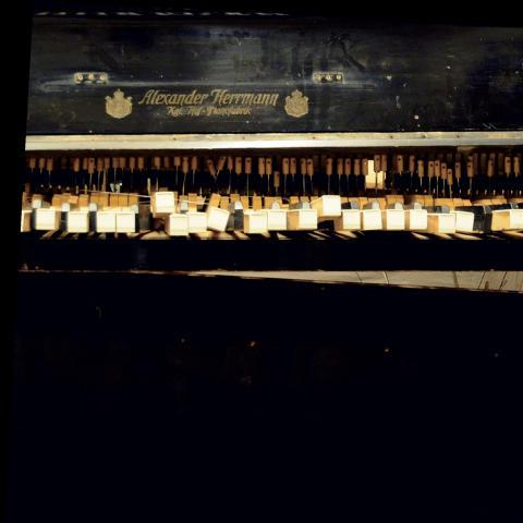 AEON PROFIT - PIANO FORTE - Ny utställning på Platina