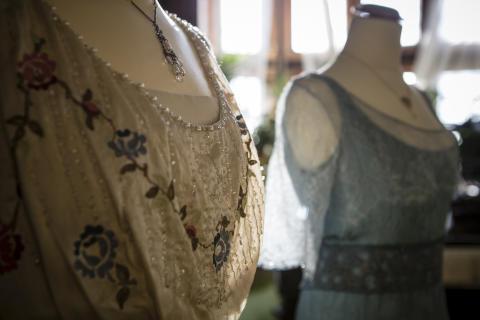 Klänningar burna av Cora Crawley, grevinna av Grantham, och lady Sybil Crawley