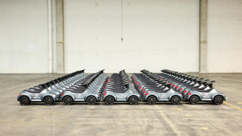 Volkswagen støtter Knæk Cancer med 4 biler og 87 skubbebiler