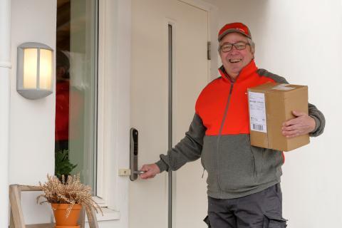 Posten tester pakkelevering innenfor døren