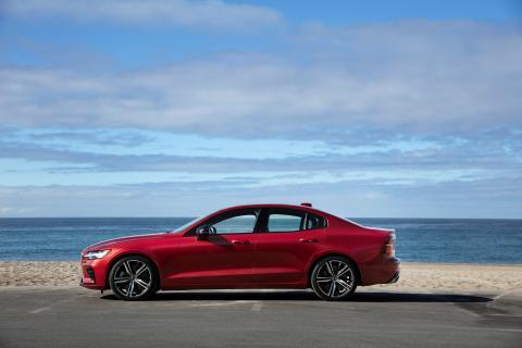 239392_New_Volvo_S60_R-Design_exterior