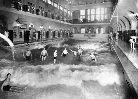 Historische Aufnahme der Männerschwimmhalle in den 20er Jahren