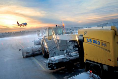 Towed Jet Sweeper - Aebi Schmidt hos Swedavia
