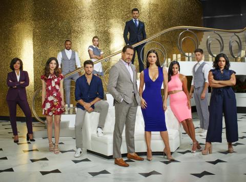 GRAND HOTEL - Dramaseriens ensemble sørger for det hele - sex, intriger og mord.