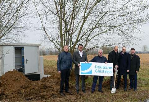 """Lippstadt: Spatenstich zum Glasfaser-Netzausbau im Gewerbegebiet  """"Am Wasserturm"""""""