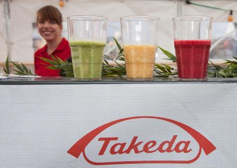 Takeda-Azubis spenden 750 Euro an St. Pirmin