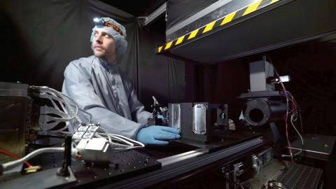 Han lyfter Sveriges nya forskningssatellit