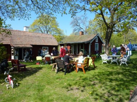 En händelserik sommar på Inneberga, Runtuna, längs väg 223