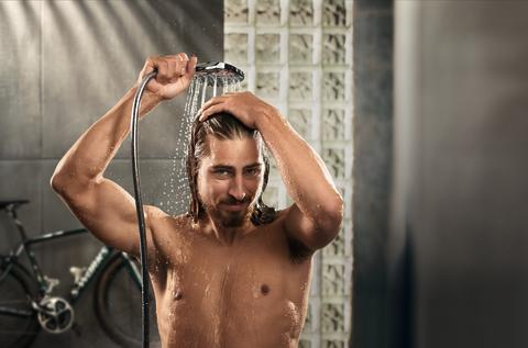 Peter_Sagan_in_hansgrohe_shower