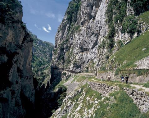 Ramblers Walking Holidays: Picos de Europa