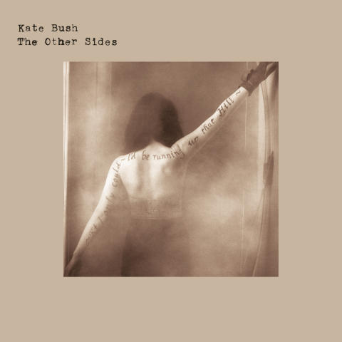 Kate Bush gir ut spesial-samling på Kvinnedagen