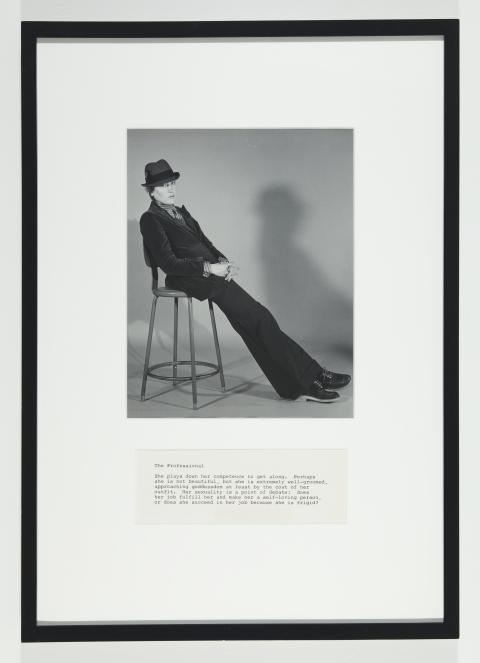 Martha Wilson, A Portfolio of Models, The Professional, en serie av sex fotografier och text, 1972/2012, 51 x 36 cm