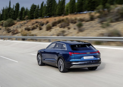 Audi e-tron quattro concept - dynamic rear left