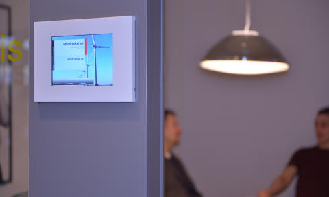 Digitala skyltar ger koll på mötesrummen