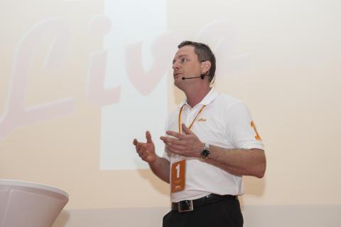 Thomas Jacobsson på scen under Office-dagarna