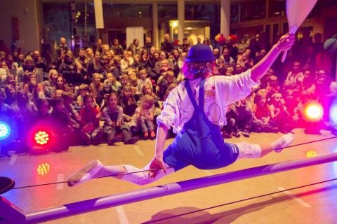 Cirkusshow och cirkus-prova-på i Nordstan