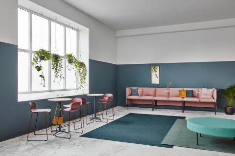 MATERIA_Alto sofa, table_Uni table_Neo Lite bar stool_Rondo bench_Interior 1