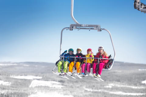 Branäs - Mor med børn i skilift Foto Branäs