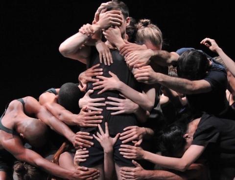 Sverigebesök av stjärnkoreografen Ohad Naharin under Göteborgs dans- och teaterfestival