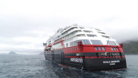 Hurtigruten MS Roald Amundsen 004 - hybrid powered - photo Hurtigruten