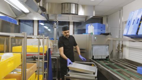 Englanninkielinen palvelu ravintolassa tulee koko ajan tutummaksi – VMP auttaa työtä ja tekijöitä kohtaamaan