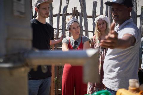 Sängerin Mogli, Moderatorin Jeannine Michaelsen und Heimwerker Fynn Kliemann unterwegs im Viva con Agua Land Äthiopien