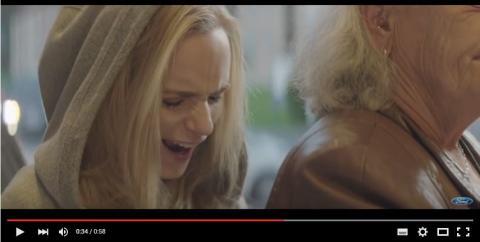 Laura Christensen sætter fokus på vores brug af sociale medier i ny viral film for Ford.
